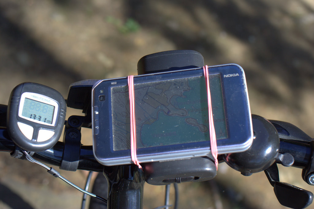 N810 on bike in use